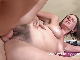Hairy cosset Veronica Snow gets will not hear of pussy worked out