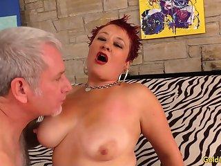 Older Scarlett O Ryan Bounces on a Dick