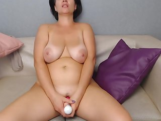 Webcam milf fucking herself