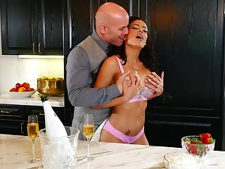 Busty pornstar Luna Star loves to be fucked on dramatize expunge kitchen table
