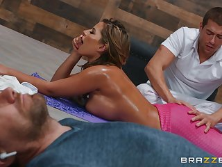 Oiled ass cougar leaves masseur to fuck her a few walk a beat
