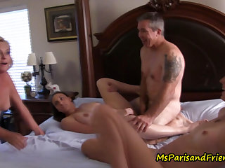 Posing as A a Census Taker, Ms Paris Gets involving Join the Orgy
