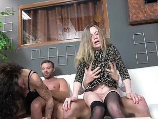 Horny matures Martina Steskalova and Nedasova Monika in orchestrate sex