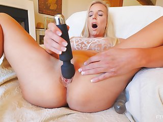 Solo orgasm for mommy after she starts their way new toy