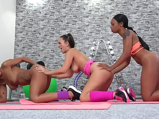 Two Broad-shouldered Bitches Band together Be expeditious for A Sweaty All Girl Threesome - Isabella Chrystin, Claudia Bavel And Lola Marie