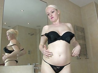 Mature blonde Jaden opens their way legs in the shower to have some fun