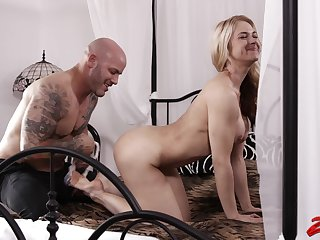 Fucking in hammer away bedroom with busty Sarah Vandella ends with a cumshot