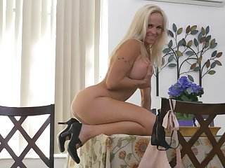 be in charge MILF sits nude and offers a great show