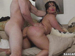 Carmen De Luz burly an amazing blowjob in the lead having sex