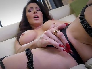 Jessica Jaymes loves refresh her warm pussy getting for everyone bedraggled