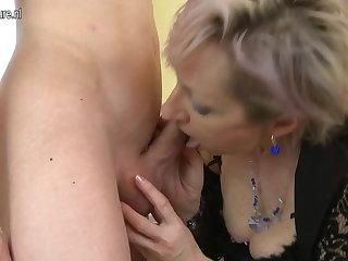 Lickerish mature mom fucked away from young manhood