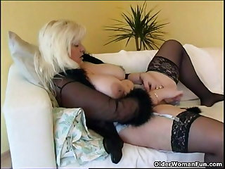 Chubby housewife up stockings plays with new sex bauble